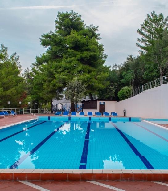 Sdraio a bordo piscina