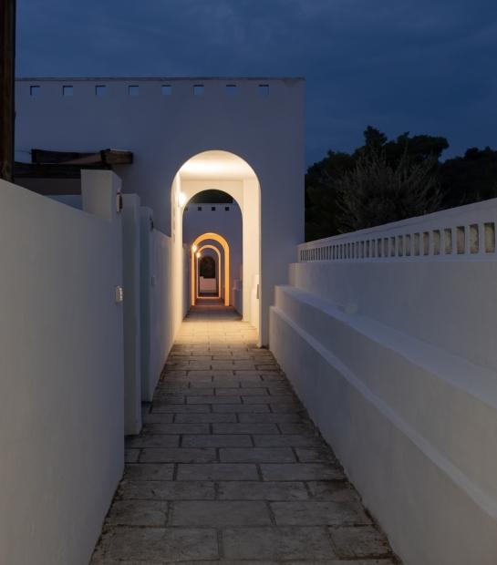 Stradina per l'accesso alle camere di notte