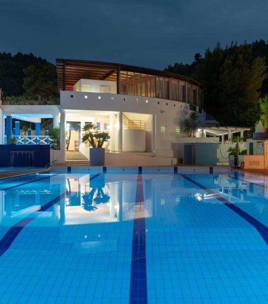 Area d'accesso alla piscina regolamentare