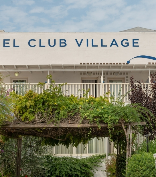 Insegna dell'hotel dal giardino mediterraneo